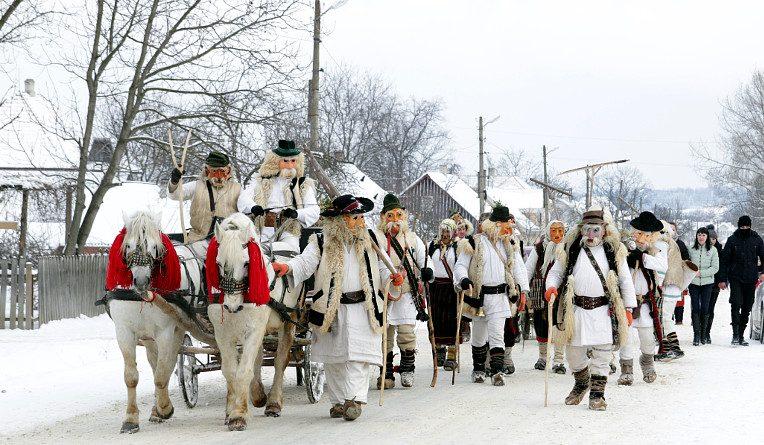 Традиційне святкування маскарад Маланка на Буковині (святлину взято з сайту storozhynets.info)